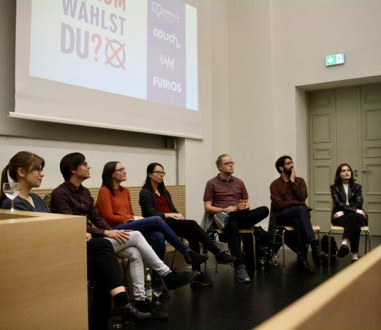 Teilnehmer der Podiumsdiskussion: Maris Trettin, Kim Greis, Miriam Lenz, Maria-Mercedes Hering, Fabian Bennewitz, João Fidalgo sowie Antonia Böker (v.l.n.r.). Foto: Mona-Lynn Klinginger