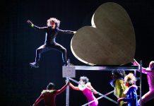 Springen für den Chef: Herzstück am Gorki-Theater. © Ute Langkafel MAIFOTO