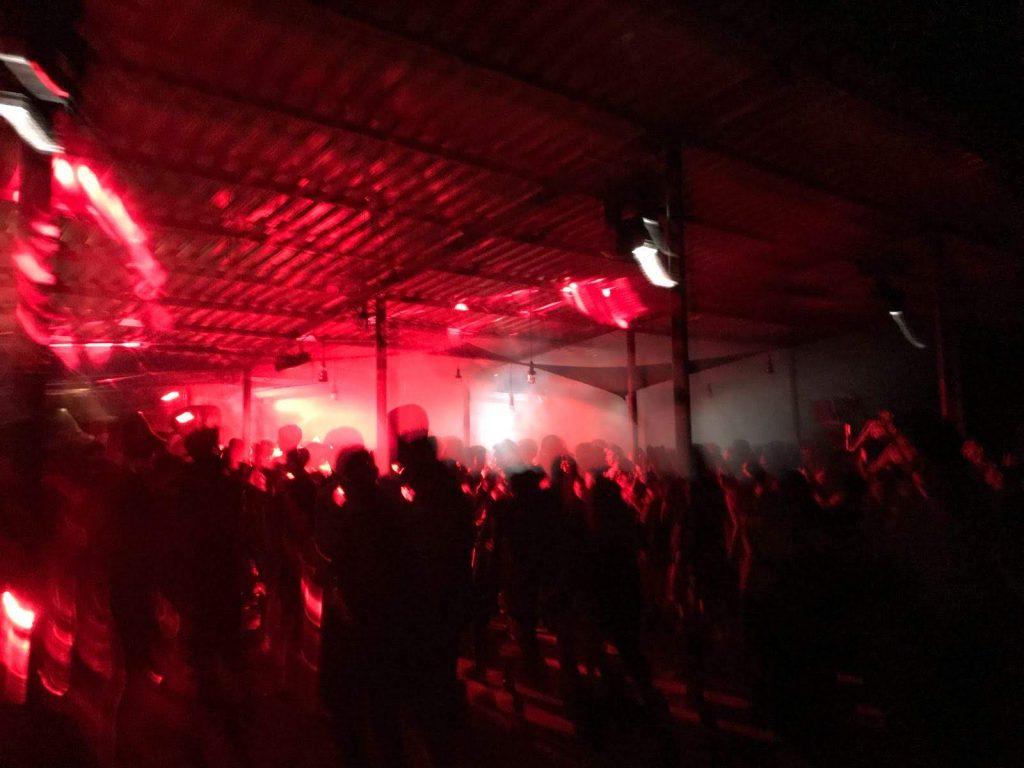 Schummriges Licht und schmierige Typen im Club. Foto: Anastasia Tikhomirova