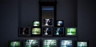 Für Zuschauer*innen dauert eine Talkshow nicht nur rund eine Stunde. Photo by Scheier.hr/ Unsplash
