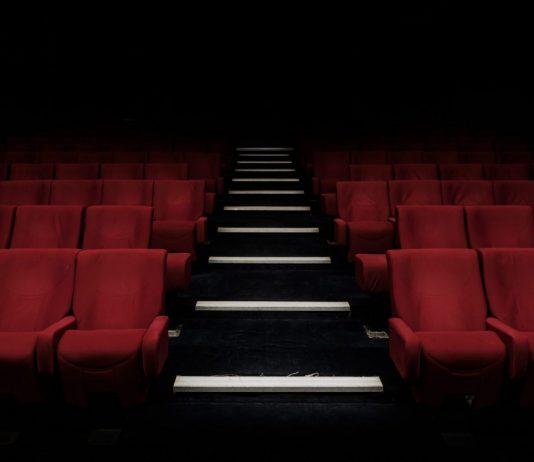 Kinos sind derzeit geschlossen. Die Leinwände und Sitze bleiben wegen der Corona-Pandemie leer. (Symbolfoto) Foto: Felix Mooneeram/Unsplash