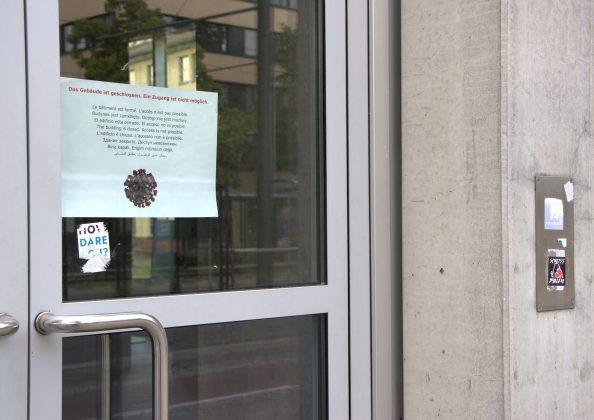 Das Geographische Institut ist für Studierende geschlossen. Nur einige Mitarbeiter*innen dürfen das Gebäude betreten. Foto: Frederike Ruge