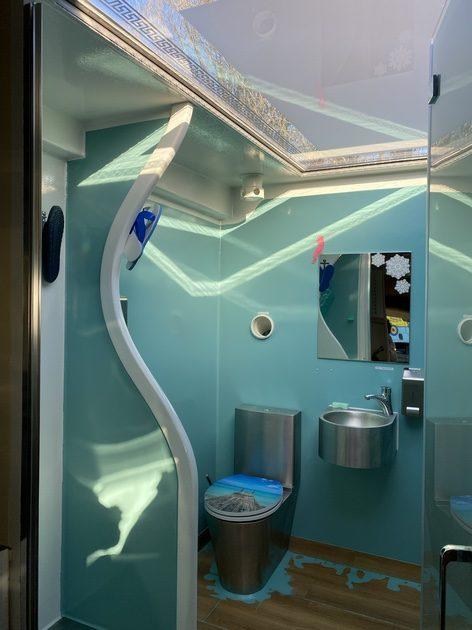 Ein Blick ins Innere des Berliner Duschmobils. Foto: Jacqueline Kraushaar