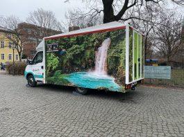 Schon von außen soll das Duschmobil einen Vorgeschmack liefern. Foto: Jacqueline Kraushaar